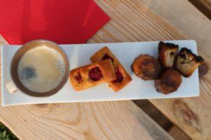 Vous pourrez ainsi réaliser avec vos cannelés à la rhubarbe un délicieux café gourmand !